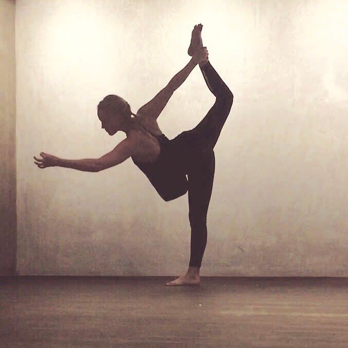 Hvorfor er vi støle og hvordan kan yoga hjelpe?