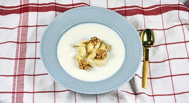 Havregrøt med havrekli, valnøtter og banan