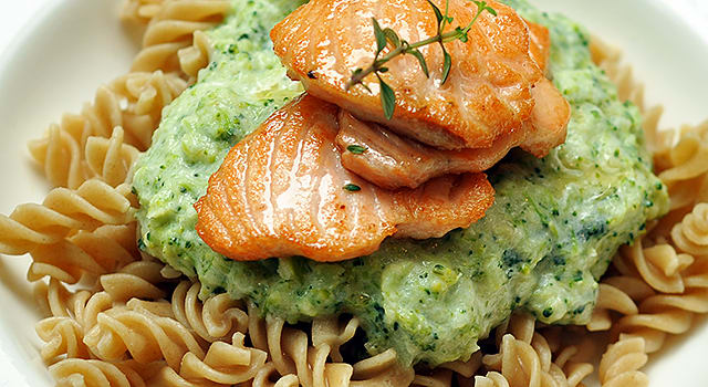 Enkel laksepasta med brokkolisaus