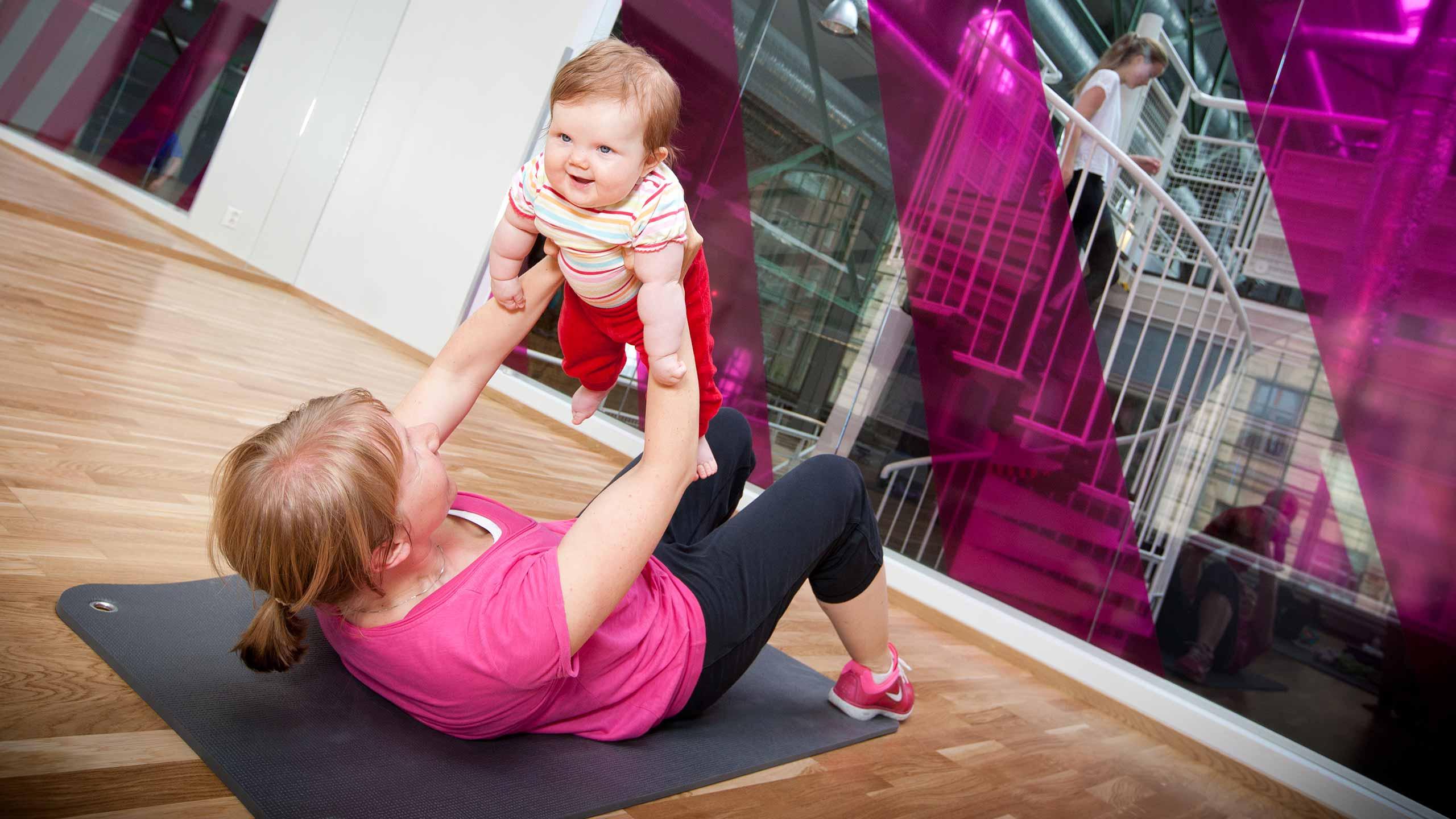 När får man styrketräna efter förlossning?