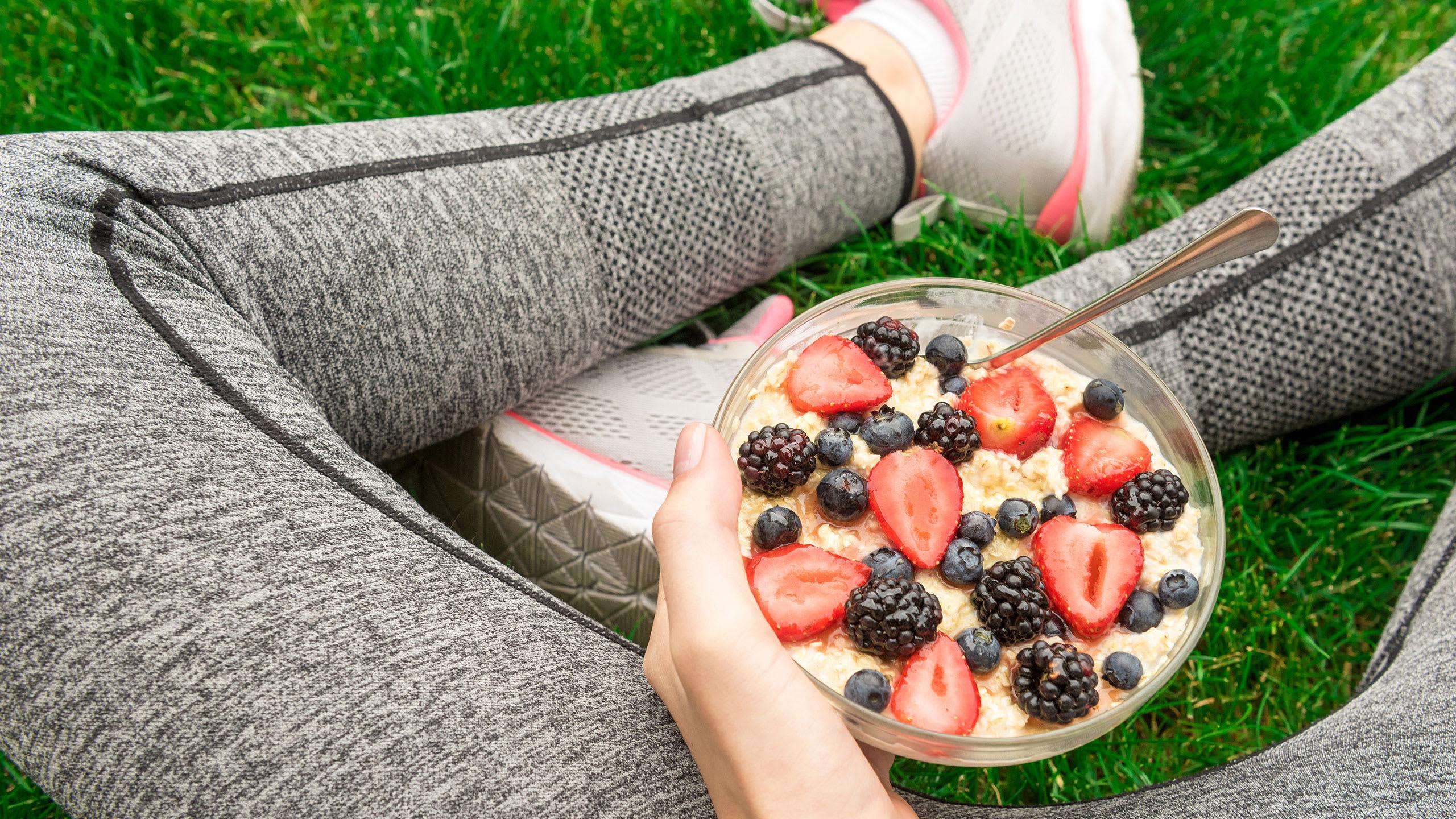 Detta bör du äta före och efter träning