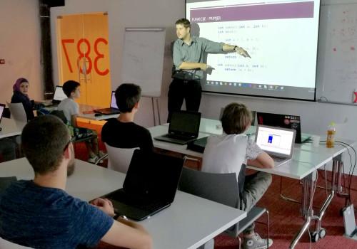 Interaktivno Python programiranje za tinejdžere