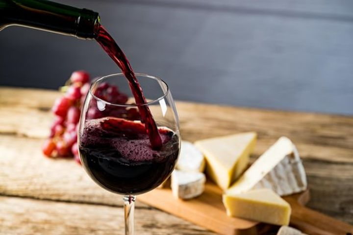 Delicious Wine & Cheese Pairing Experience in Bordeaux (shared) image