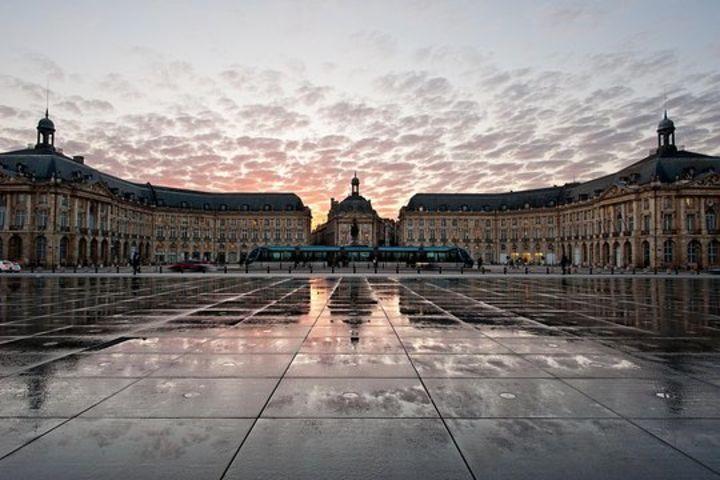 Bordeaux Historical Guided Walking Tour image