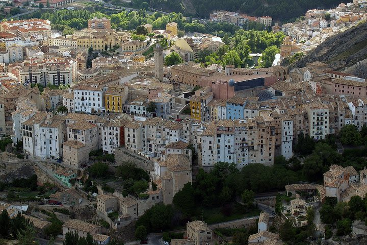 Tour a Cuenca y Toledo en un día desde Madrid con guía profesional image