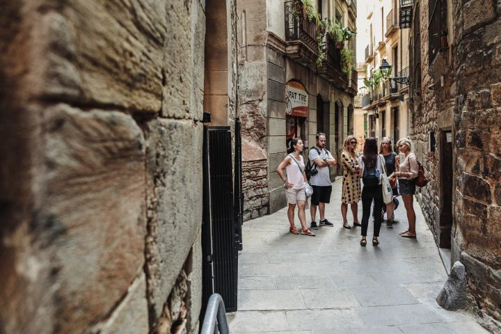 Welcome to Barcelona City Tour: Old Town, Historic Port, and Cathedral Rooftop image