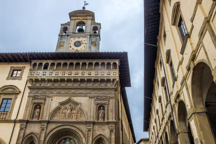 Arezzo Private Walking Tour with a Local Guide image