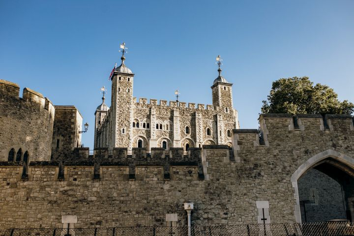 Early Access Crown Jewels with Opening Ceremony and Complete Tower of London Guided Tour   image