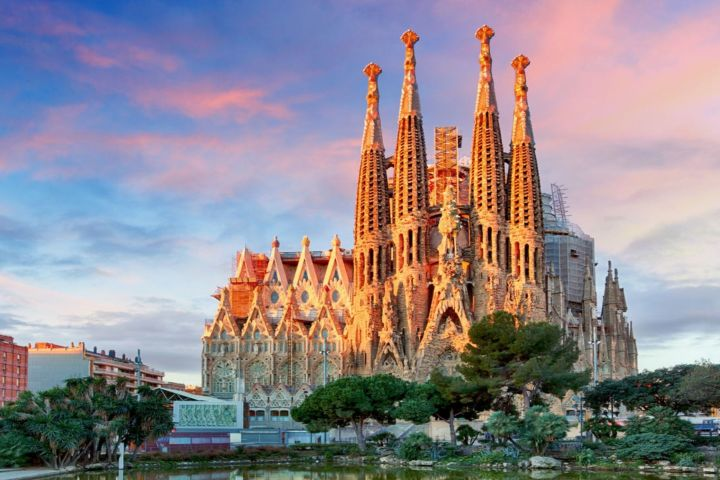 Gaudi For Kids: Colours, Shapes & Dragons (Private Tour)  image