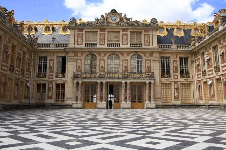 Grandiose Palace of Versailles Private Tour image