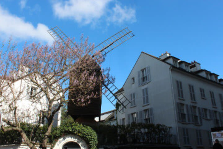 Private Walking Tour of Montmartre with a Parisian image