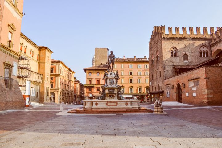 Bologna at its Best Private Walking Tour with Expert image