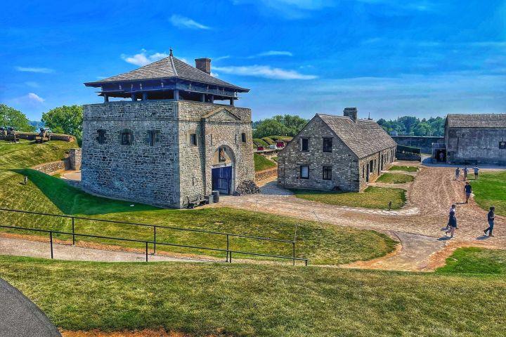 Niagara Falls USA Winter Tour with Old Fort Niagara, Aquarium and Cave of the Winds image