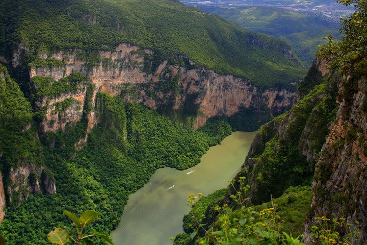 Full-Day Tour to Sumidero Canyon, Chiapa de Corzo with Pickup image