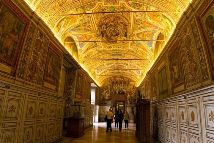 Vatican Highlights Tour: Vatican Museums & Sistine Chapel image