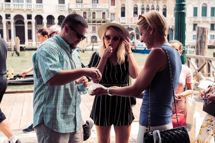 Small Group Dine Around Venice: Authentic Food Experience and Gondola Ride image