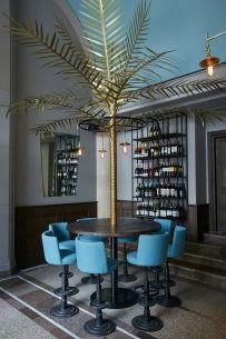 Śniadanie w cieniu palmy