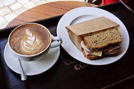 Wisienka na torcie z kawą