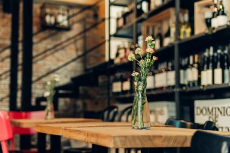 Kameralne przyjęcie w kameralnej winiarni