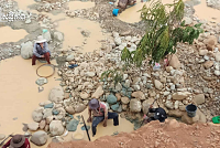 Residents dig into gems