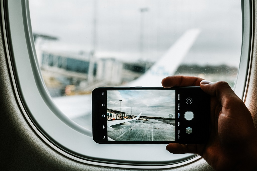 smartphone, plane, air travel, airplane wing, iphone