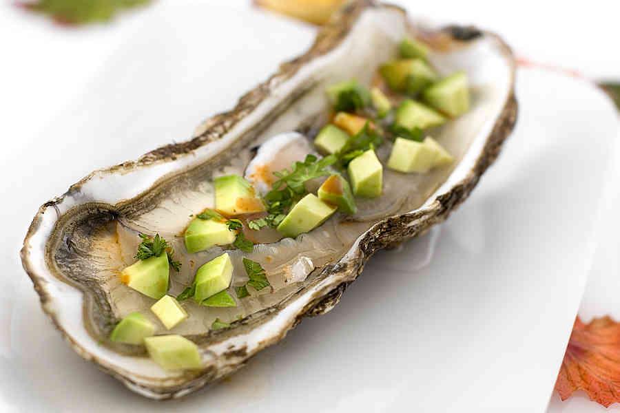Heta ostron med avokado (förrätt)