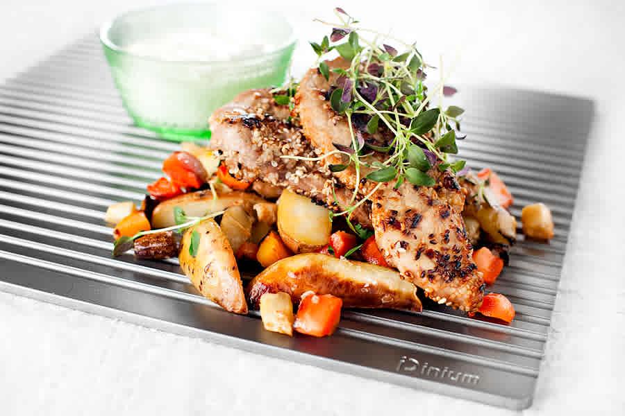 Sesampanerad schnitzel på iPiniumplatta