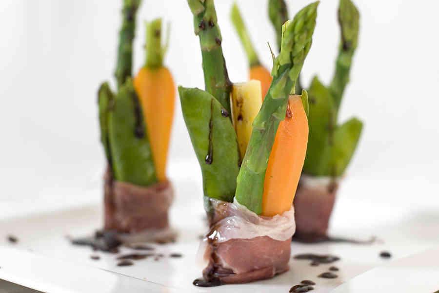 Grönsaksfylld parmapelare med balsamicosås (förrätt)