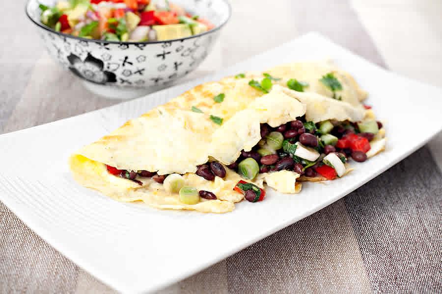 Omelett med mexikansk bönsalsa