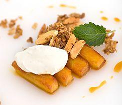 Karamelliserade äpplen med mandelsmul samt vaniljyoghurt (efterrätt)