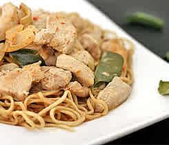 Paneng Gai - Thailändsk currykyckling med nudlar