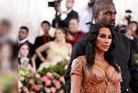 Kim Kardashian announces the birth of...
