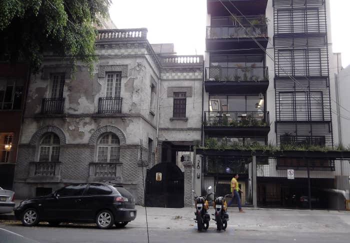 gentrification-airbnb-sharing-economy-host