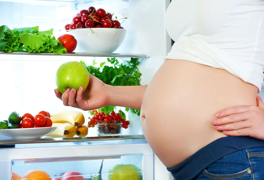 10 Foods to Avoid While Pregnancy, According to a Nutritionist