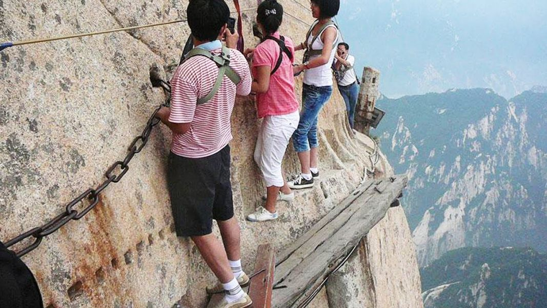 Amazing 10 Most Dangerous Hiking Trails in the World : Travel