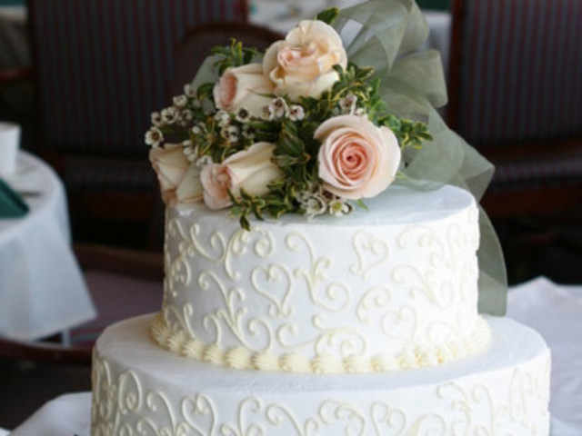 2 Layer White Sponge Wedding Cake with Fresh Roses Parramatta