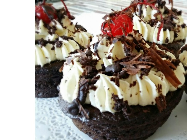 6 Black Forrest Cupcakes Jumbo Nakara