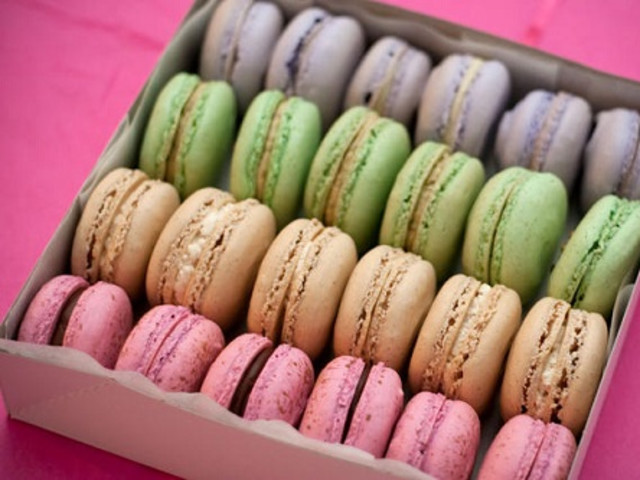 Assorted Box of 12 Macarons Newtown