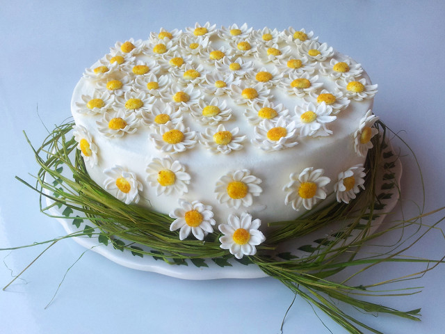 Baptisim Fondant Cake with Daisy Flowers Oatlands