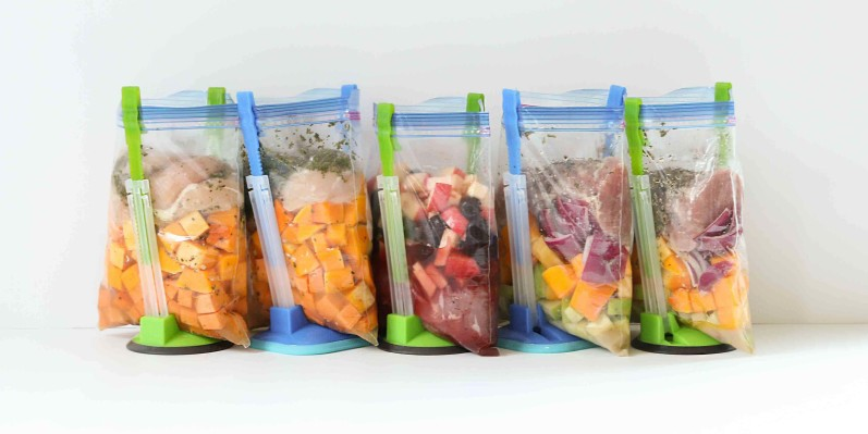 freezer-bags_bag-holders-cropped