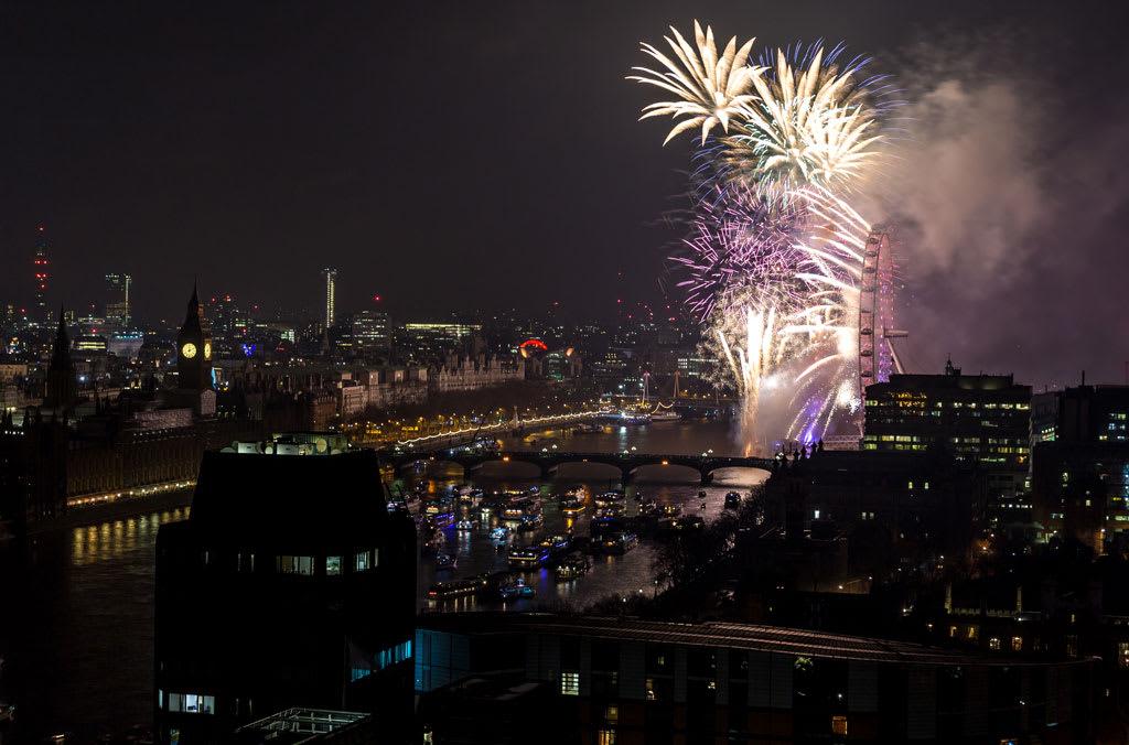 HLP_REM_170101_20412_crop-1024x676 New Year Fireworks Spectacular