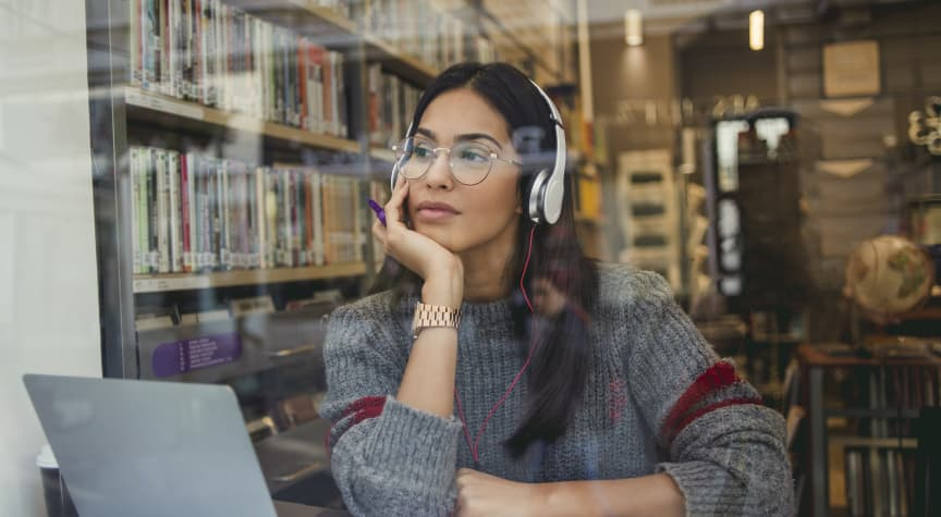 The Best Podcasts for College Students