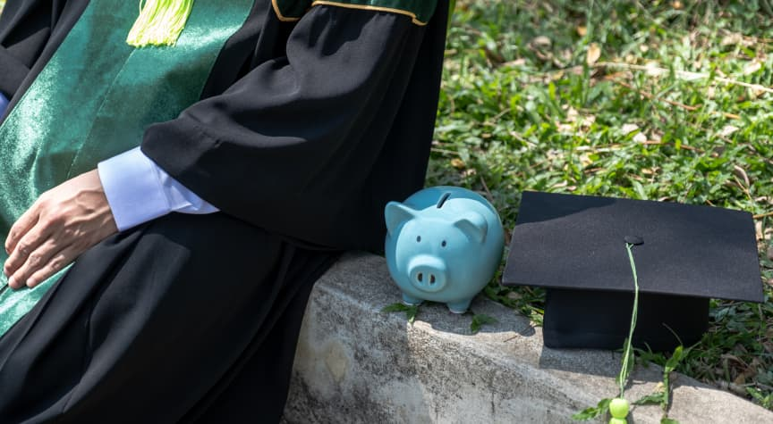 8 Smart Moves That Will Help You Save Money in College