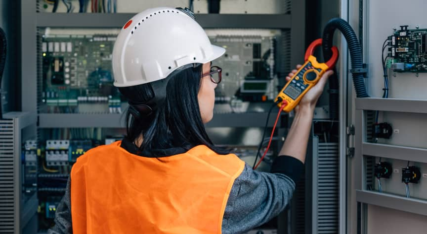 What to Know About Being an Electrician