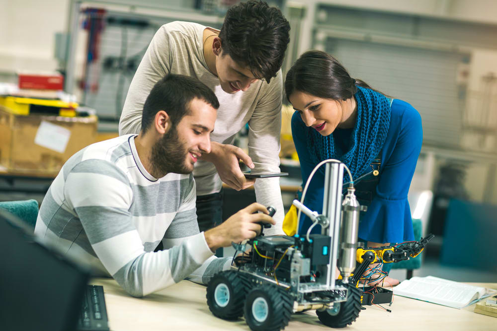 The Best Online Master\'s in Electronics Engineering Programs of 2018