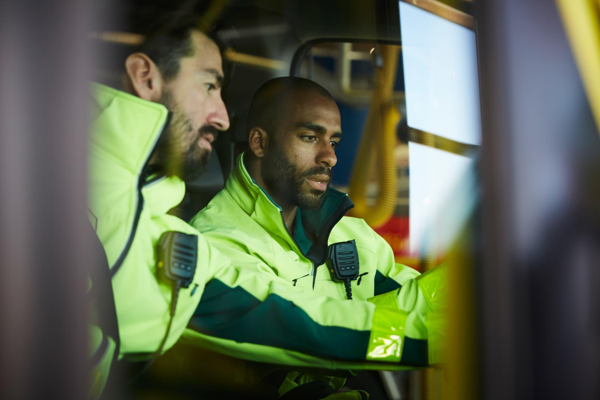 How to Become a Paramedic/EMT: Paramedic Schools and EMT Training