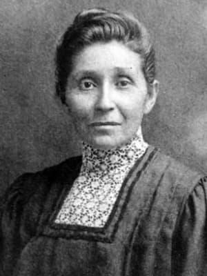 A black and white portrait photograph of Susan La Flesche Picotte looking toward the camera