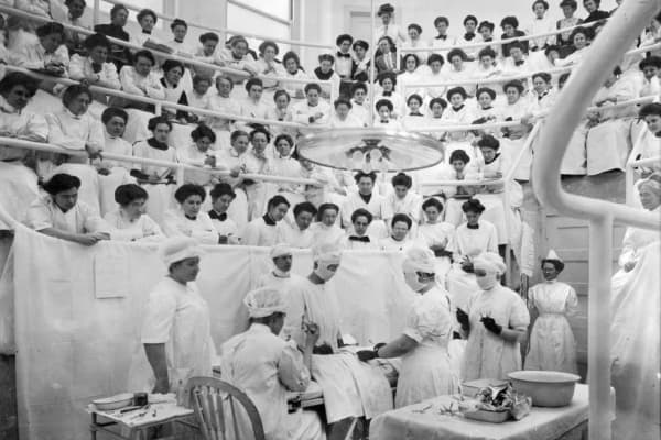 Students observe a dissection at the Woman's Hospital of Philadelphia in 1911.