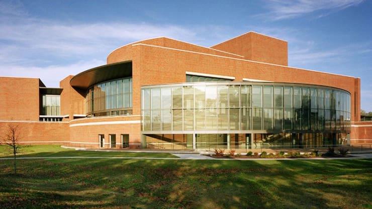 University of Missouri--St Louis, Touhill Performing Arts Center