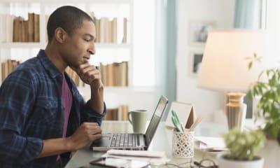 When Should I Start Applying for College Scholarships?